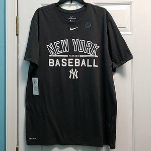 2/$30 NWT Men's Nike Yankees tee